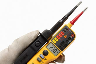 Fluke T150 Voltage/continuity tester with LCD, Ohms, switchable load